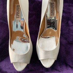 100% Authentic Real Badgley Mischika Pumps